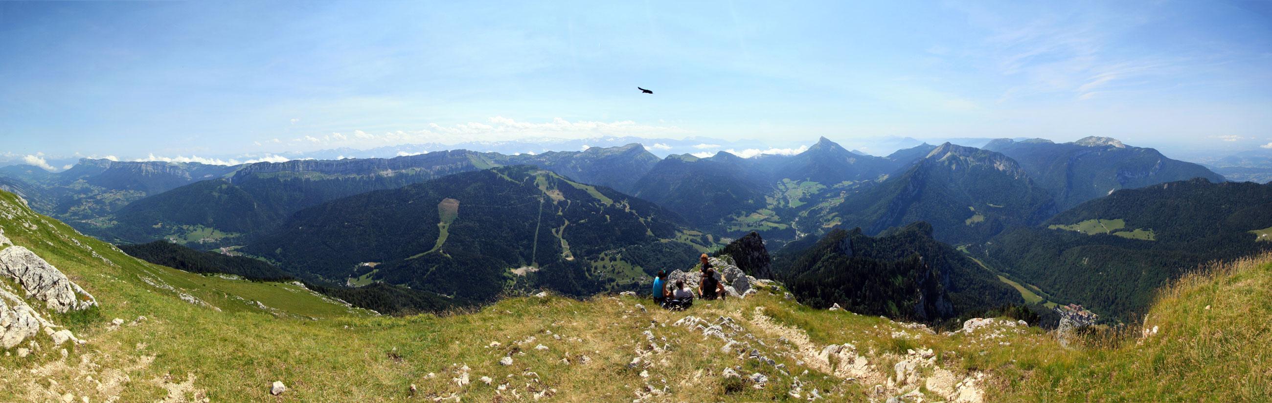 Vue sur le Massif de la Chartreuse (Sud) depuis le sommet du Grand Som.
