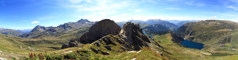 Vue sur le Roc du Vent, depuis Les Roches Merles