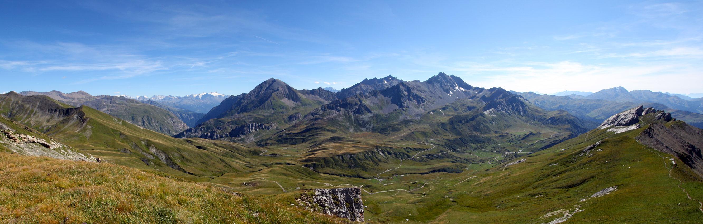 Le Cormet de Roselend et l'Aiguille du Grand Fond depuis Les Roches Merles