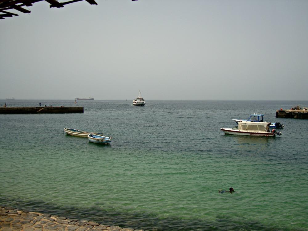 Océan Atlantique Baignade sur l'Île de Gorée Sénégal Afrique