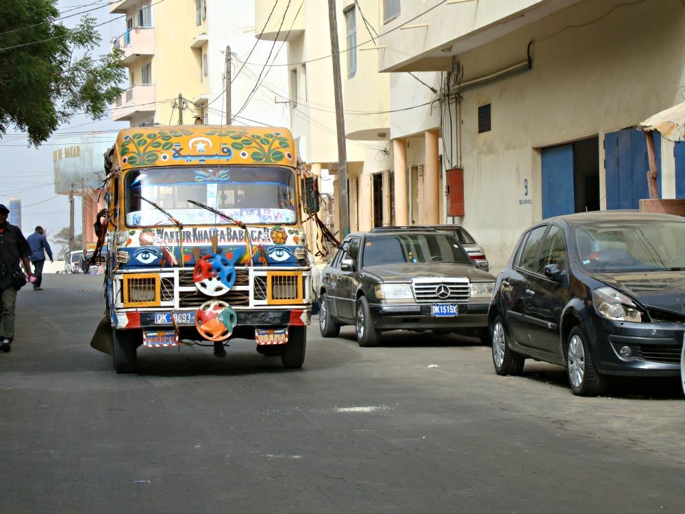 Bus dans les rues de Dakar Sénégal Afrique