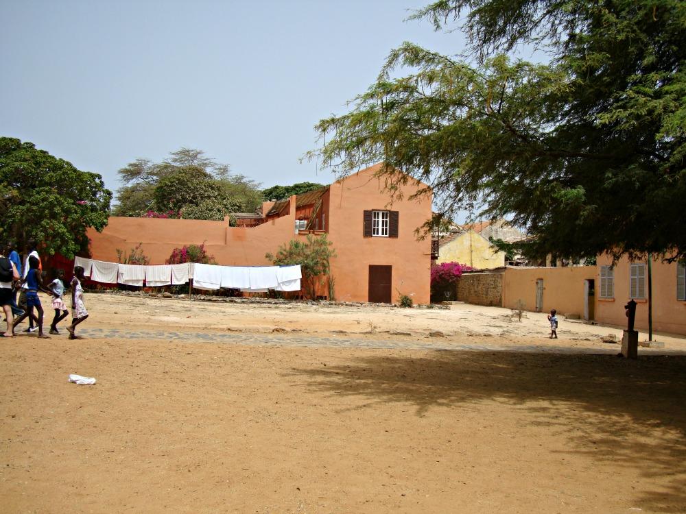 Place ensoleillée Île de Gorée Sénégal Afrique