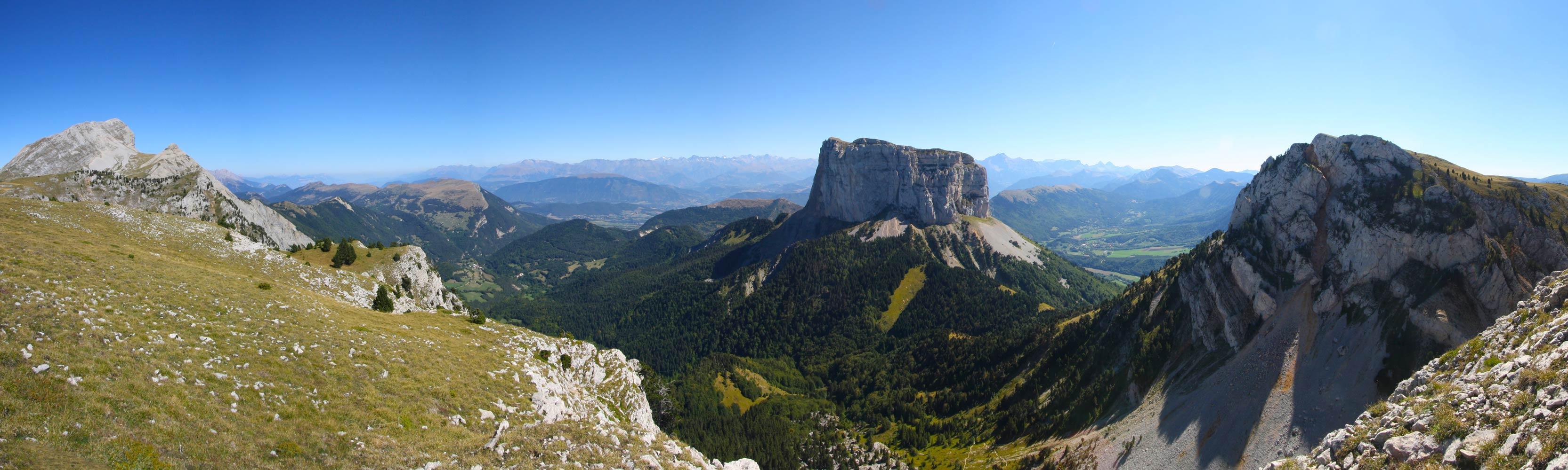 Le Mont Aiguille, vu depuis le plateau de Peyre Rouge (Vercors).