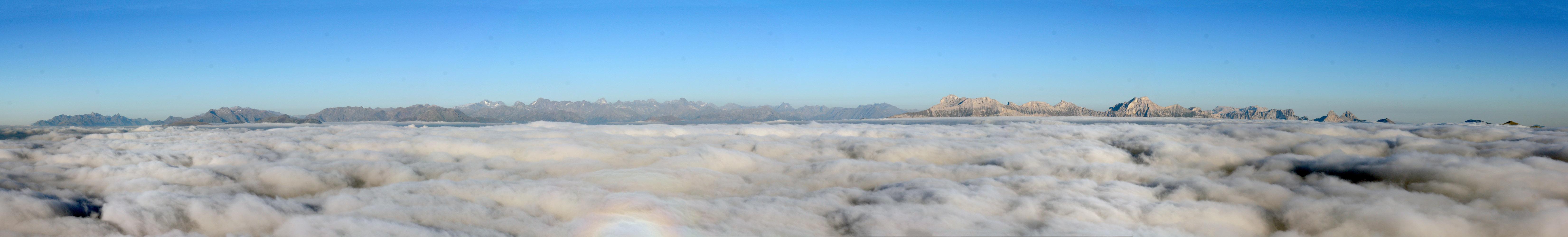 Mont Aiguille. Mer de nuages au-dessus du Trièves.