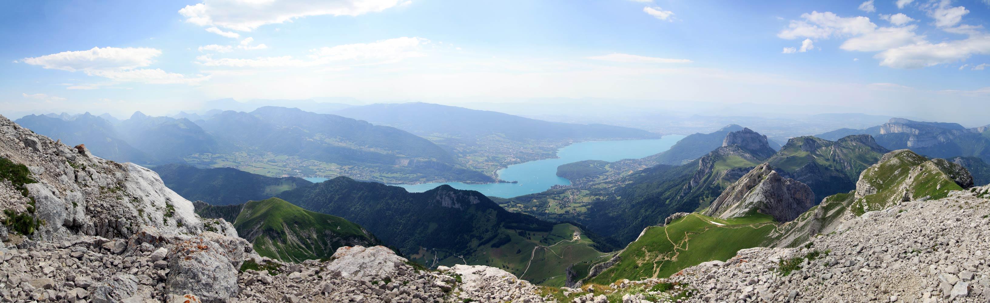 Le sommet de La Tournette. Vue sur le Lac d'Annecy.