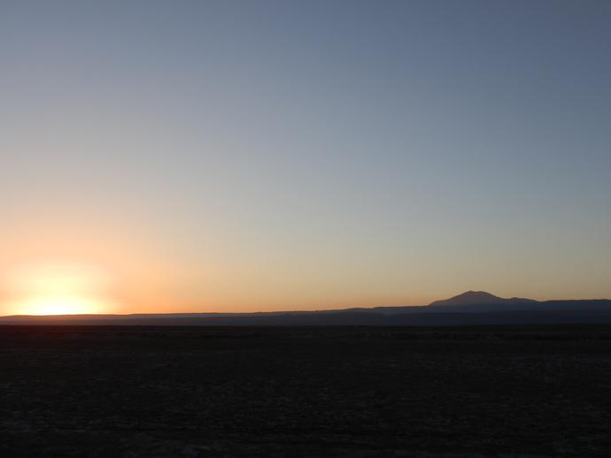 coucher de soleil sur le désert d'atacama laguna cejar blog voyage trace ta route
