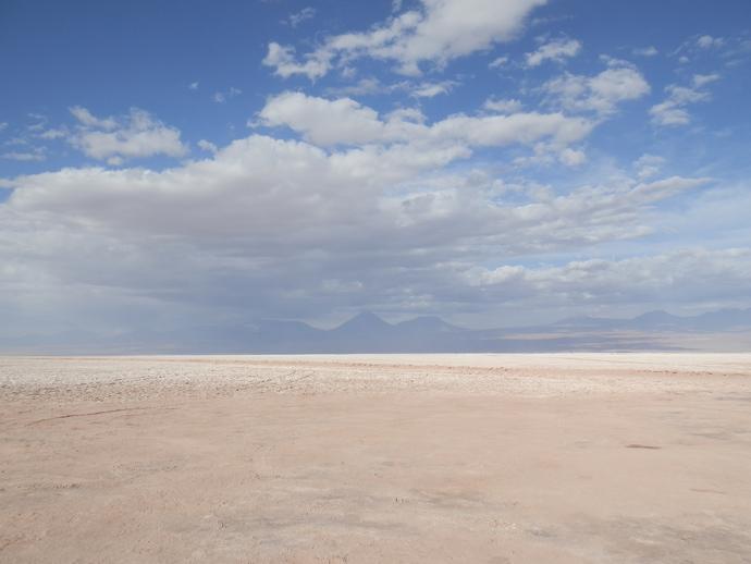 paysage nuages volcans montagnes désert atacama aguna cejar blog voyage trace ta route