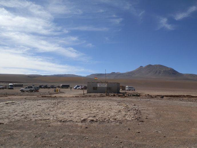 sud lipez bolivie atacama uyuni excursion poste frontiere bolivien - blog voyage trace ta route