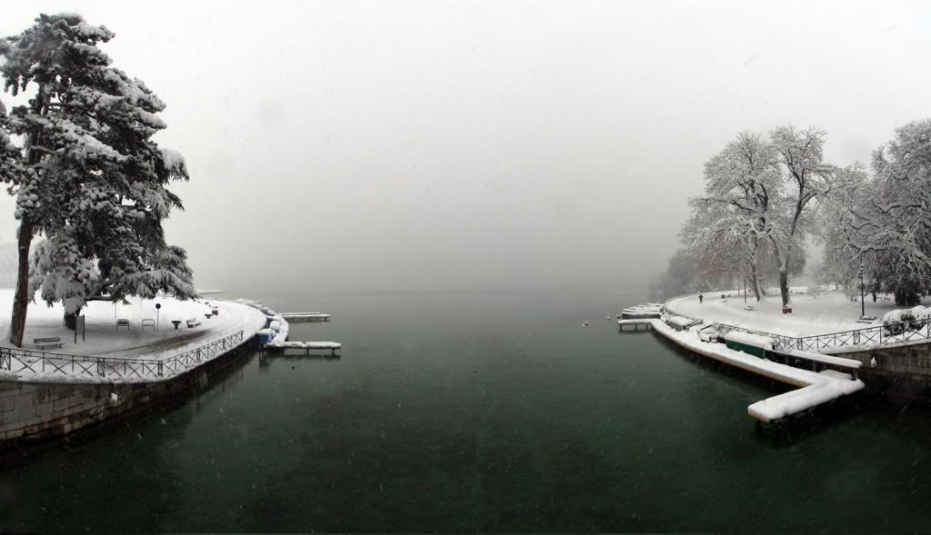 Le Lac d'Annecy sous la neige (1er décembre 2010) - édouard photographie © Trace Ta Route