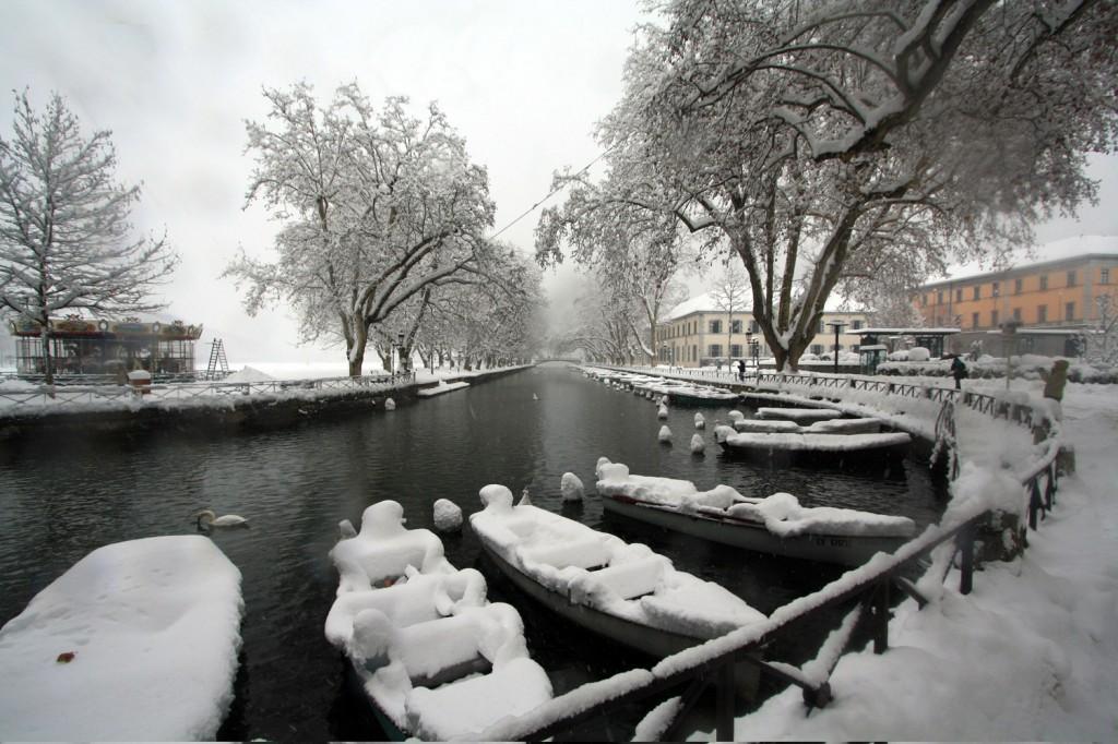 Annecy sous la neige (1er décembre 2010) - édouard photographie © Trace Ta Route