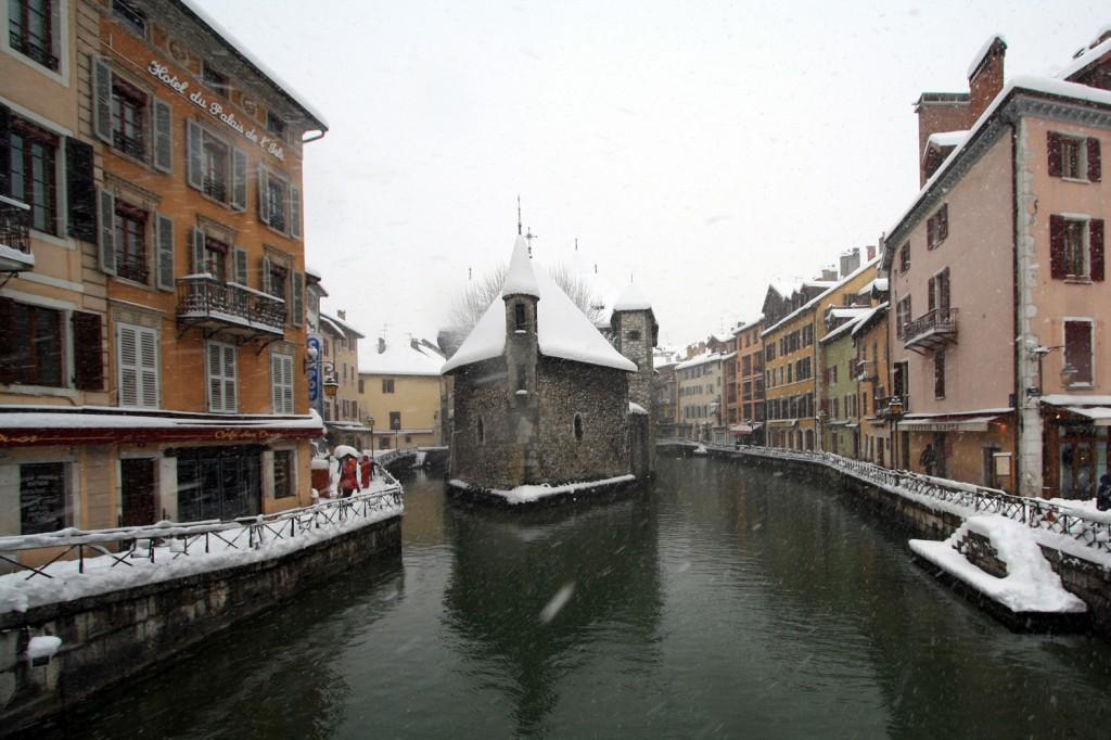 Le Palais de l'Isle d'Annecy sous la neige (1er décembre 2010)