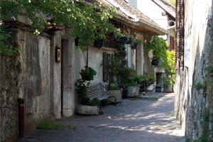 Ruelles dans la Vieille Ville d'Annecy en contrebas du Château