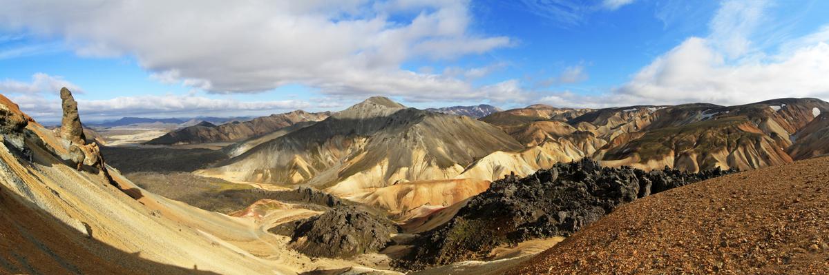 Paysage montagne Blahnukur depuis le Brennisteisalda à Landmannalaugar, Islande
