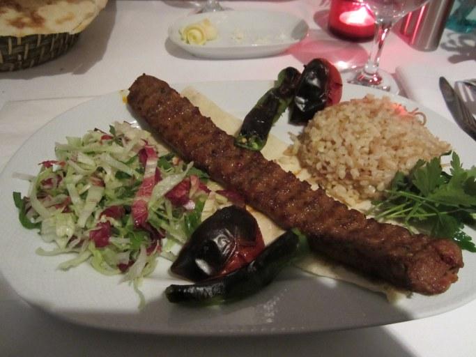 Saucisse grillée, restaurant Istanbul Turquie