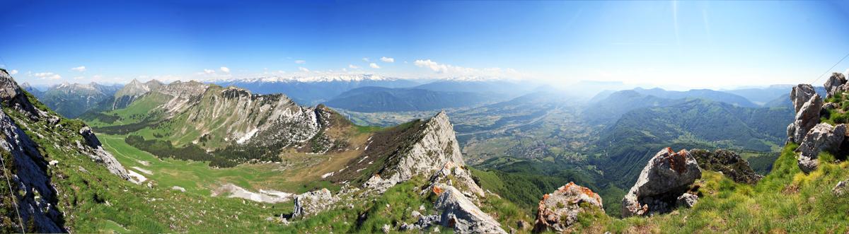 Vue au sommet de la Dent d'Arclusaz (vue Sud sur la Combe la Savoie)