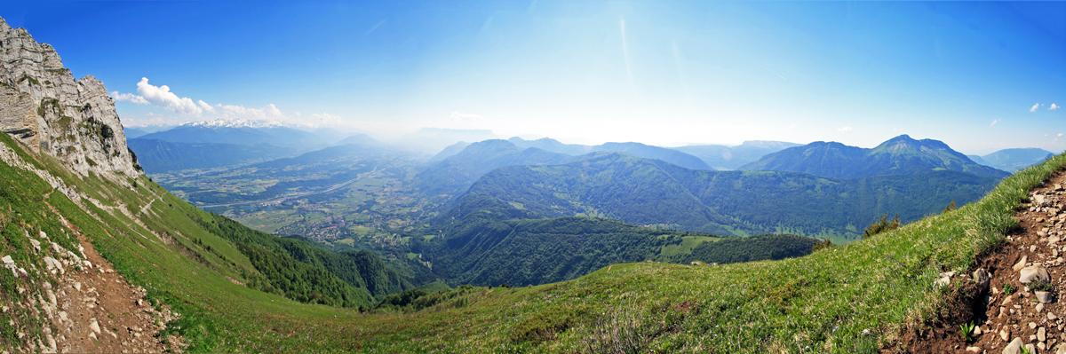 Dent d'Arclusaz (vue Ouest sur les Bauges et la Combe de Savoie)