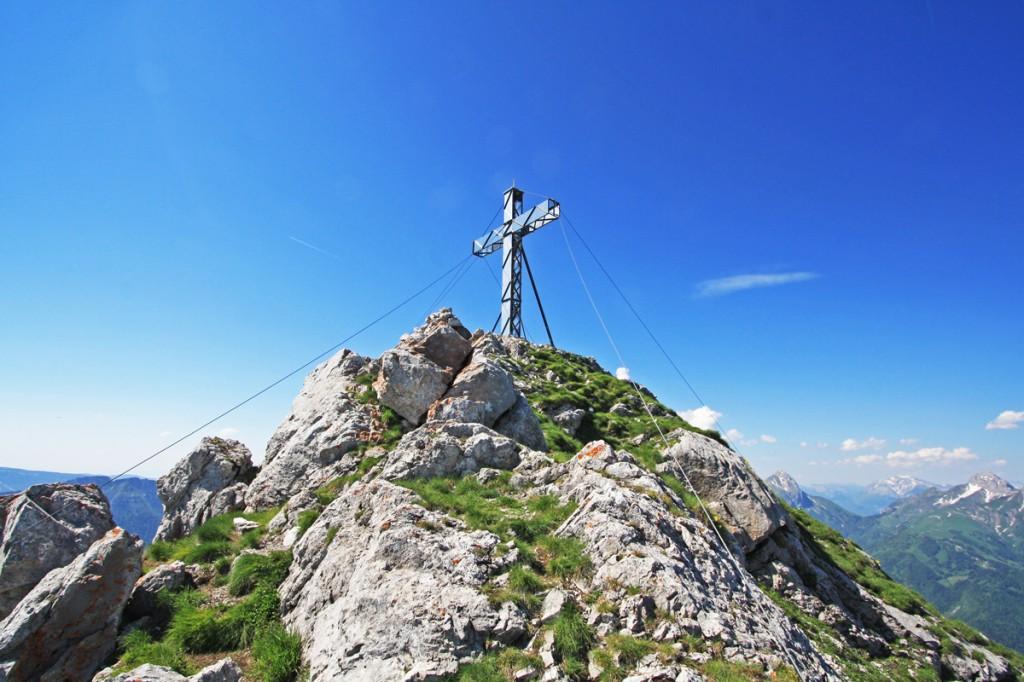 Croix au sommet de la Dent d'Arclusaz