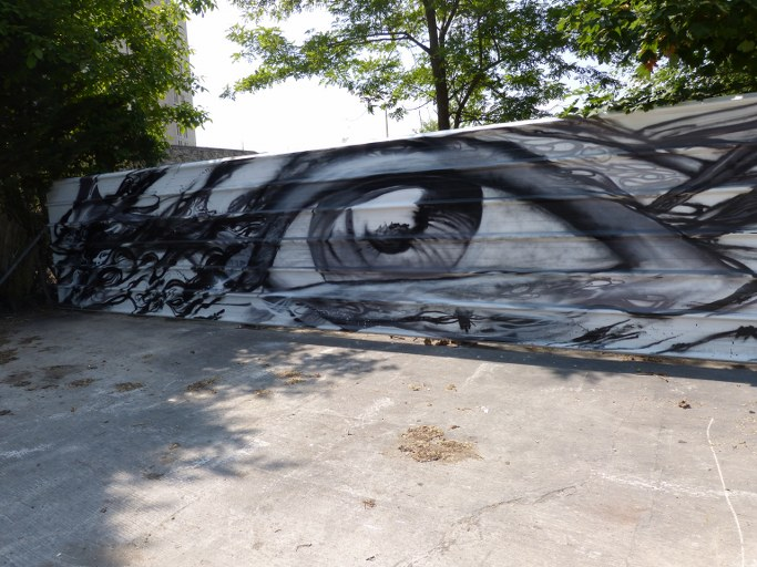 Big Eye sur un rail - Blog Voyage Trace Ta Route