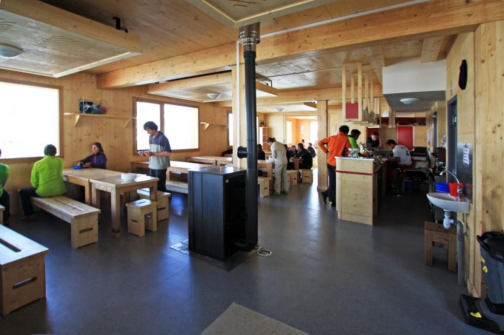 Salle à manger du nouveau Refuge du Col de la Vanoise