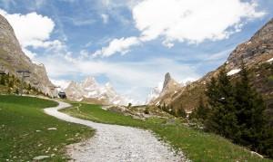 Sentier menant au Refuge Les Barmettes - Pointe de la Grande Glière et Aiguille de la Vanoise