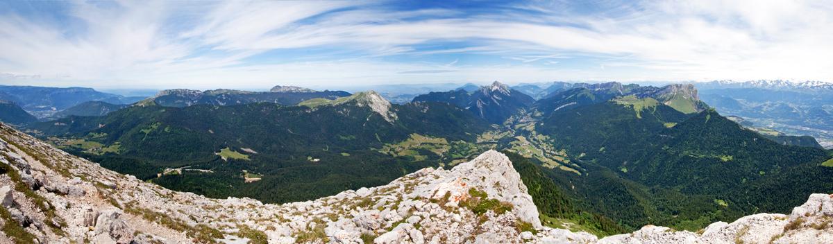 Panorama sur le Massif de la Chartreuse, depuis le sommet de Chamechaude