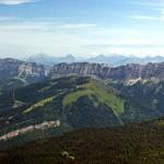 Vue sur le Granier et les Lances de Malissard, depuis le sommet de Chamechaude