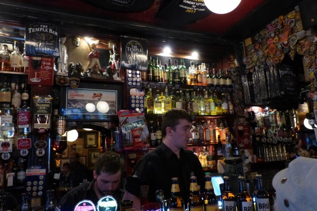 Le bar du Temple Bar Dublin - Blog Voyage Trace Ta Route