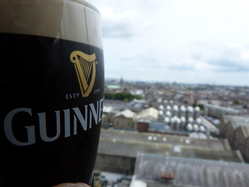 Récompense après la visite de Guinness Storehouse Dublin - Blog Voyage Trace Ta Route