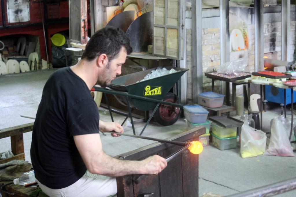 Souffleur de verre sur l'île de Murano (Lagune de Venise)