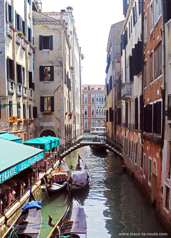 """Rio de l'Alboro, """"canal de l'arbre"""", à Venise"""