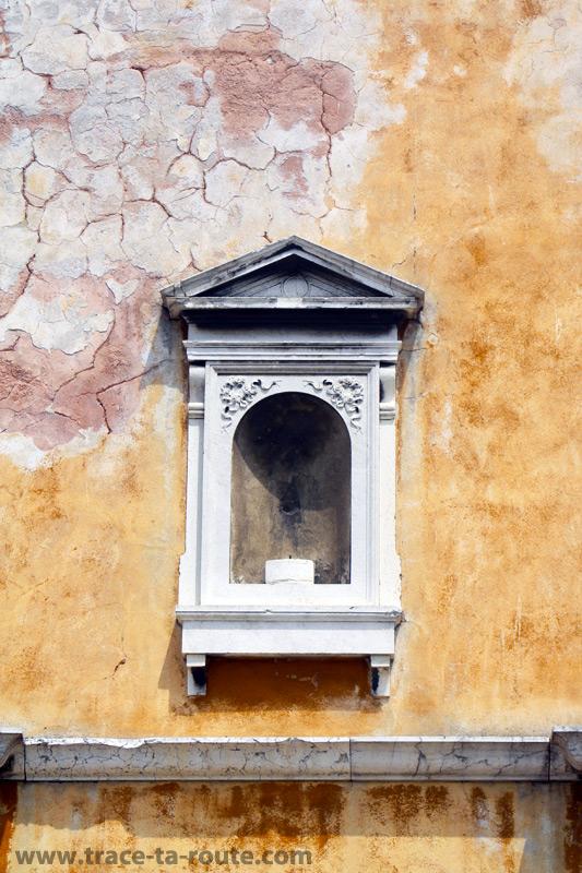 Niche dans une façade à Venise