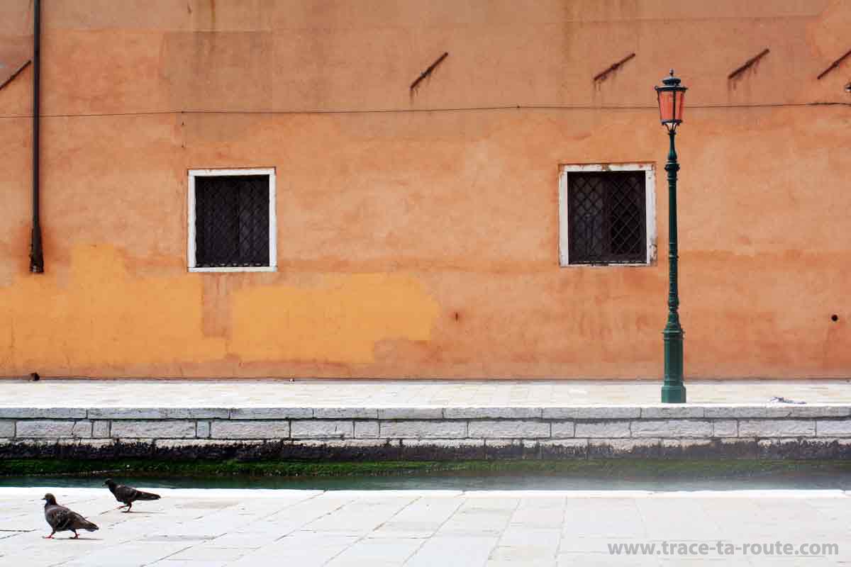 Façade de maison colorée à Venise