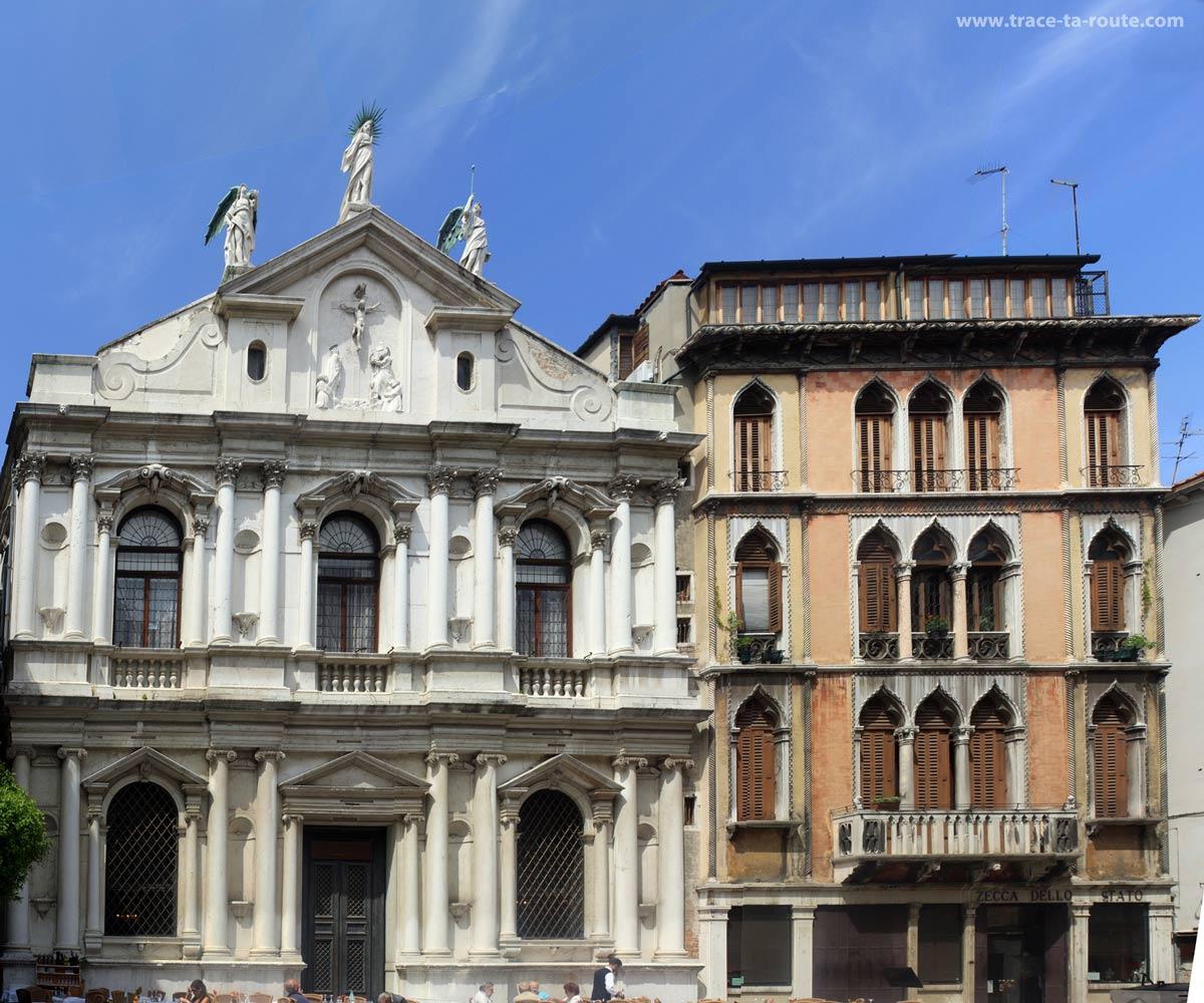 Façade de l'Opéra de la Fenice, Venise