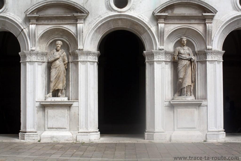 Statues dans la cour intérieure du Palais des Doges, Venise