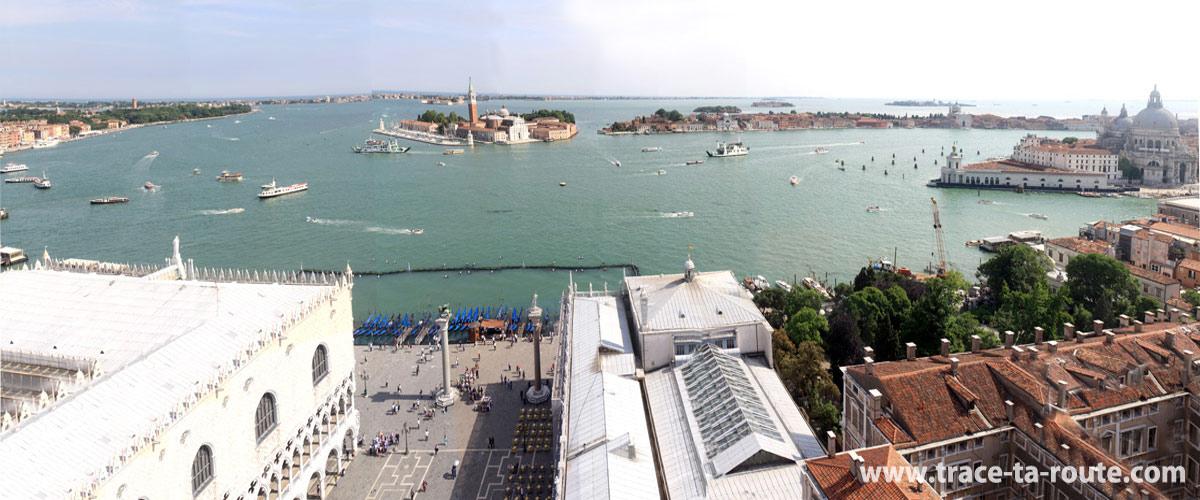 Vue depuis le Campanile Saint Marc : la piazzetta Saint Marc, la Basilique San Giorgio Maggiore et la lagune de Venise