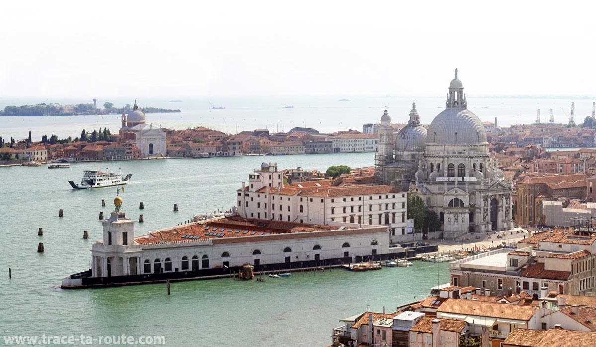Vue depuis le Campanile Saint Marc : la basilique Santa Maria della Salute de Venise