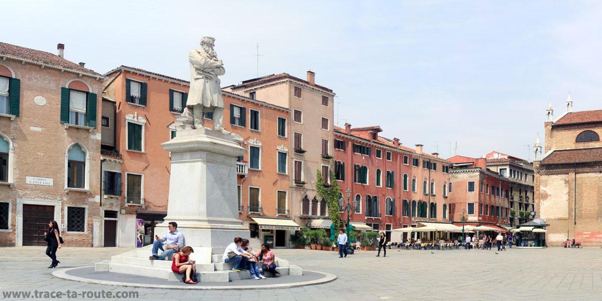 Campo Santo Stefano, Venise