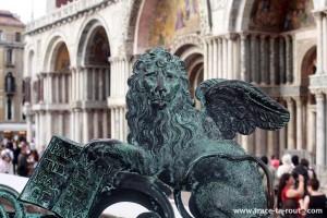 Lion ailé de Saint-Marc, sur la place Saint Marc de Venise