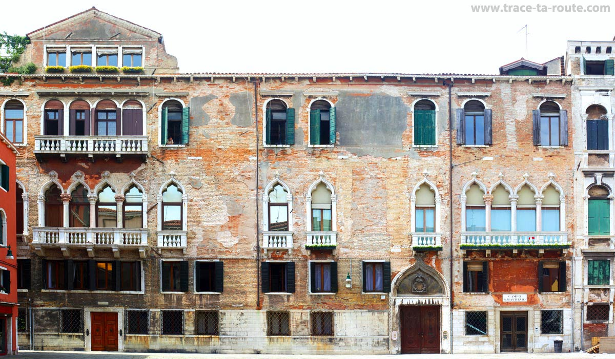 Façade au Campo San Maurizio, Venise