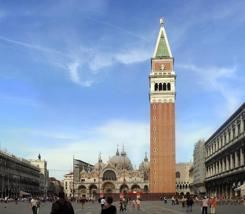 La place Saint Marc de Venise avec la Basilique Saint Marc et le Campanile