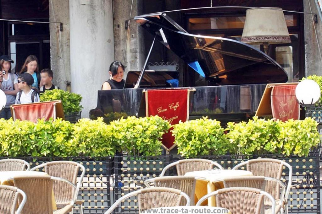 Concert sur la terrasse d'un café de la piazzetta Saint Marc, Venise