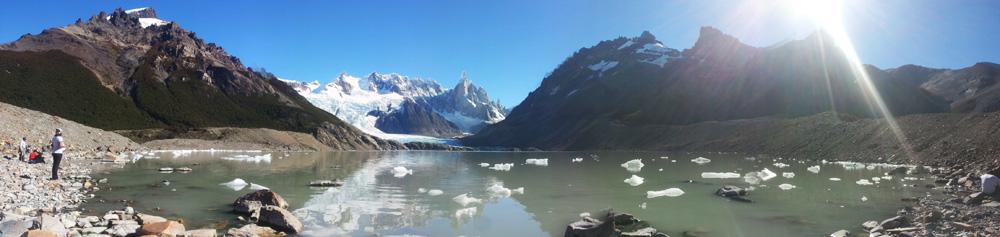 La Laguna Torre, le glacier et les Andes