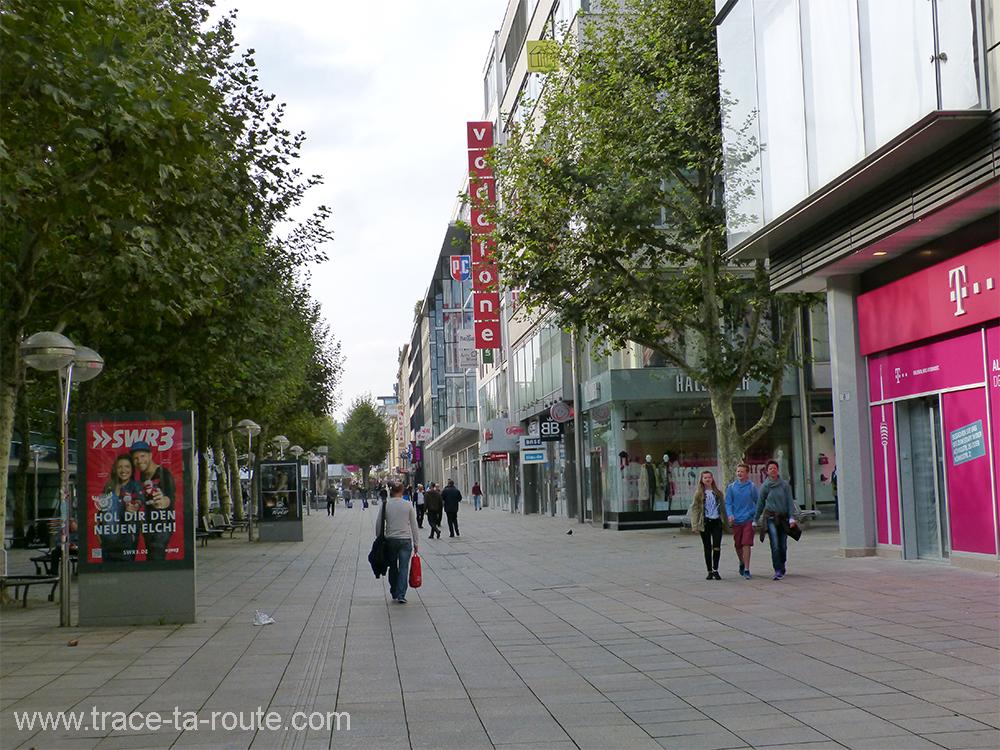 Koenigstrasse temple du shopping à Stuttgart - Allemagne Deutschland German