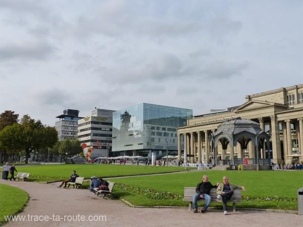 Schlossplatz les bancs des amoureux Stuttgart - Allemagne Deutschland Germany