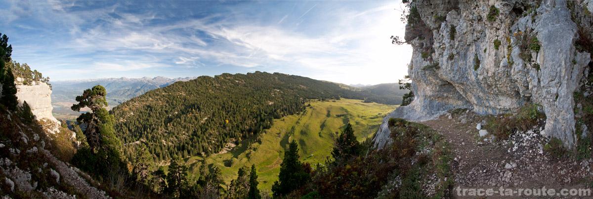 Vue sur l'Alpette et les Rochers de l'Alpe depuis le Pas des Barres (Mont Granier - Chartreuse)