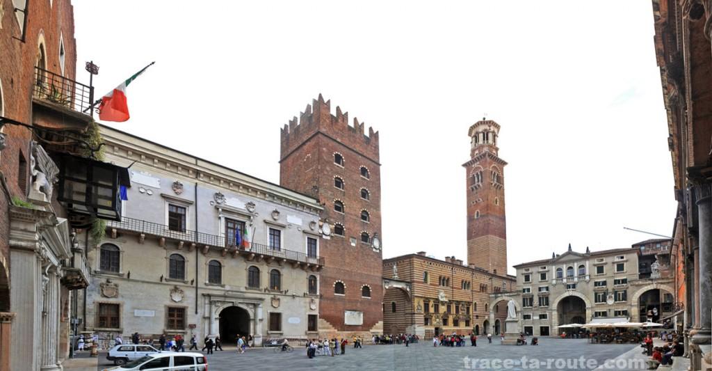 La PIAZZA DEI SIGNORI de VÉRONE et le Palazzo Cansignorio
