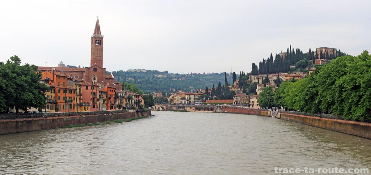 L'Église Sant'Anastasia et le Château San Pietro sur les rives de l'ADIGE (le fleuve qui traverse VÉRONE)