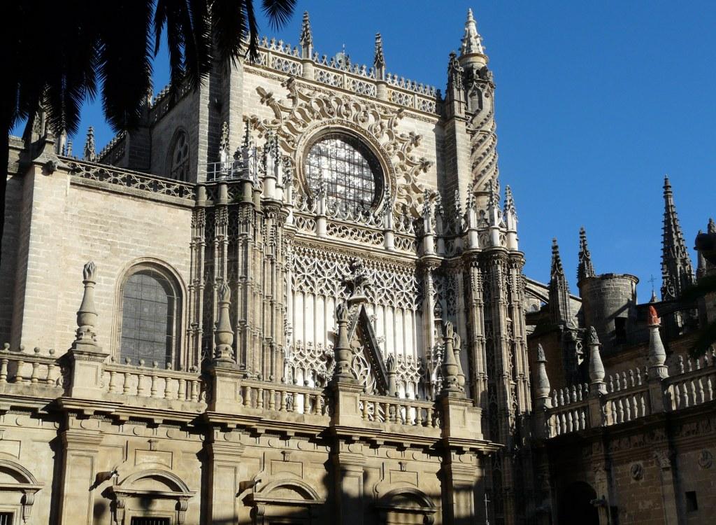 facade cathedrale gothique seville