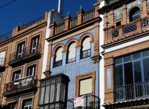 facade dans le quartier de triana - Seville