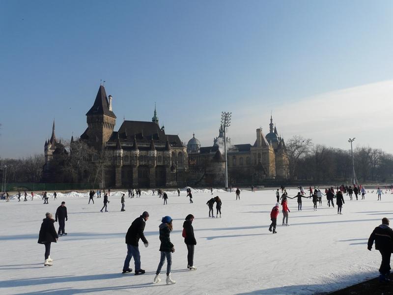 patineurs budapest en hiver
